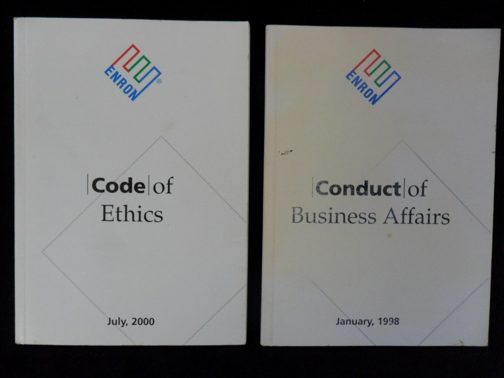 What is the real reasons for the collapse of Enron Corporaton in 2002?